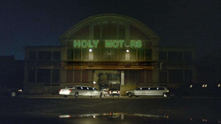 Fin de la jornada laboral en Holy Motors.