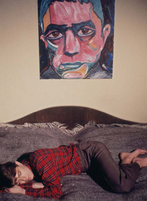 Bowie, en su habitación de Berlín, en 1978.