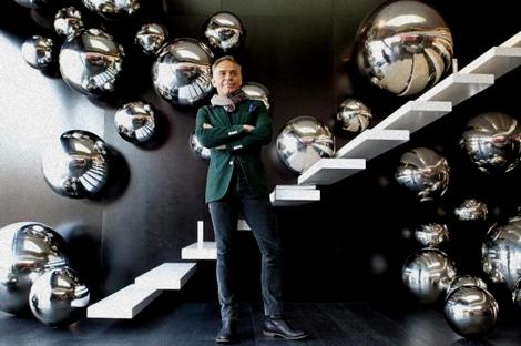 Joaquín Torres aportó una escalera a lo Anish Kapoor.