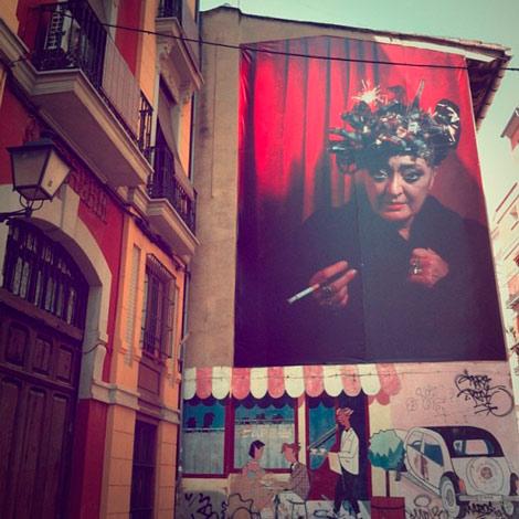 En mi Instagram, Olga Poliakoff en una gigantografía de Luis Montolio. Calle Corona.